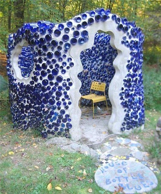 Альтанка з синіх пляшок