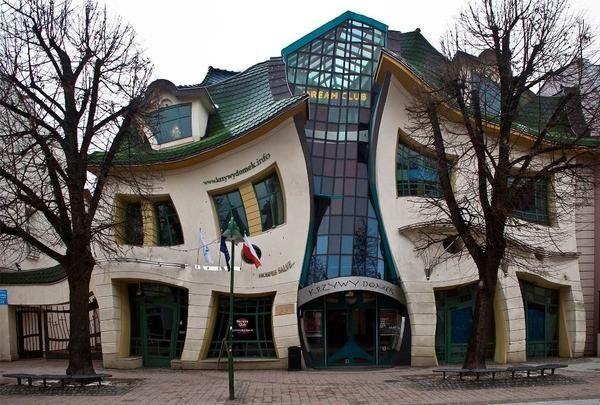 Кривий будинок в місті Сопот (Польща) Фото Яндекс пошук