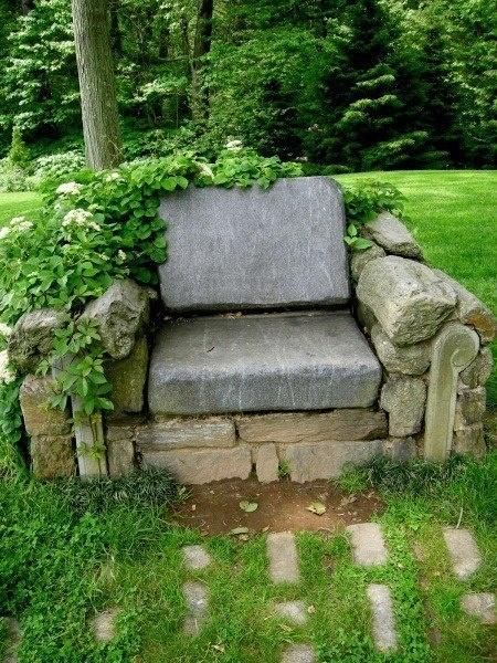 11 Ідей використання каменів в саду