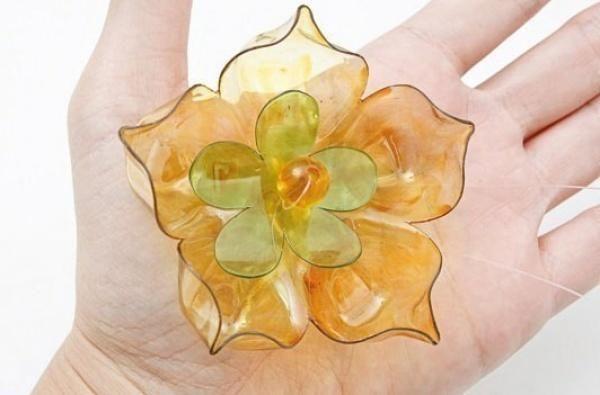 квітка з пластикової пляшки, фото з сайту nadlanu.com