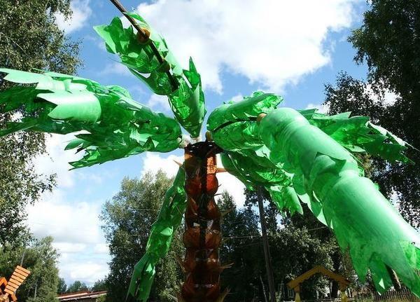 пальма з пластикових пляшок, фото з сайту turistclub.tomsk.ru