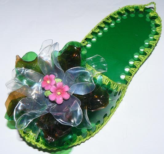 тапки з пластикових пляшок, фото з сайту divinaluzz.blogspot.ru