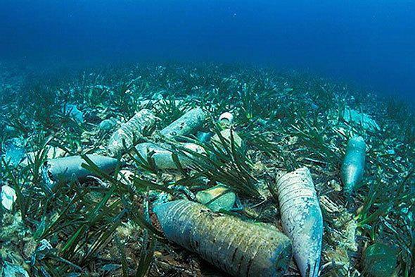 пластикові пляшки на дні моря, фото з сайту mumbaitalkies.in