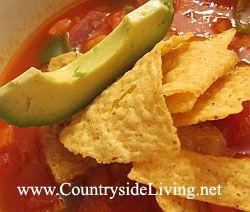 Мексиканський суп томатний з чорною квасолею