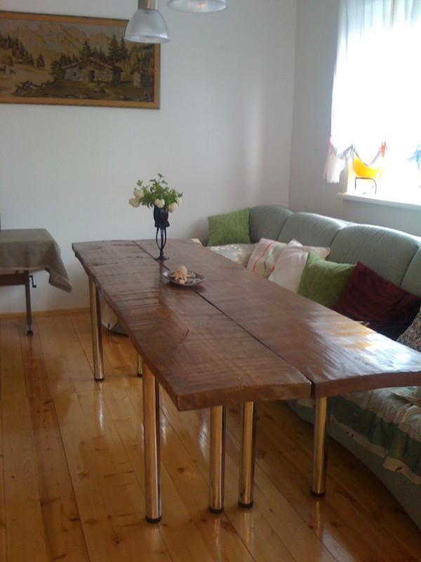 Брутальний гостьовий стіл