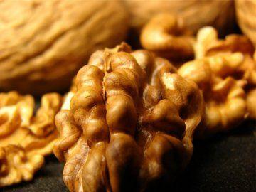 Чорний волоський горіх і його цілющі властивості