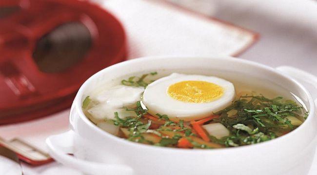 Дачний суп з кропивою і щавлем