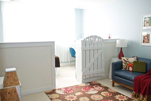 Перегородка у вигляді заборчика для відокремлення дитячої в вітальні