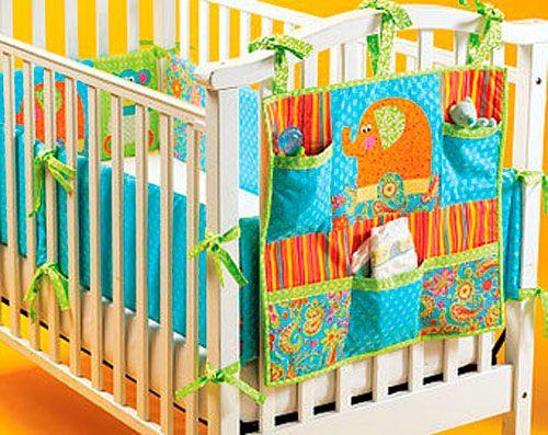 Комбінація ліжка і робочого місця для дитячої кімнати в вітальні