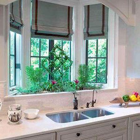 Міні-сад в еркері кухні