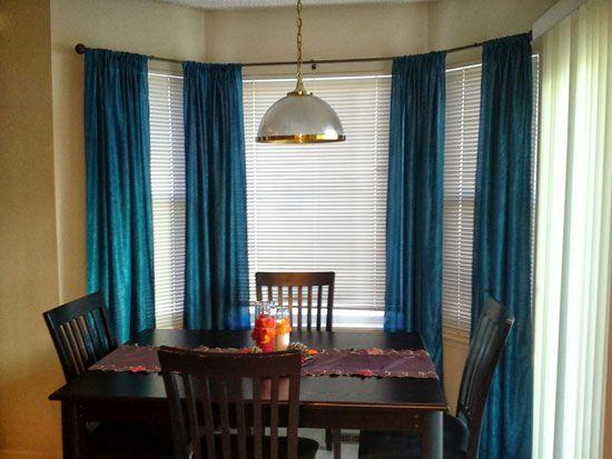 Темні штори на кухні з еркером фото