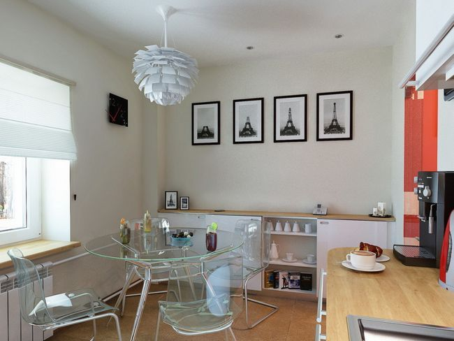 Прозорий столик на кухні