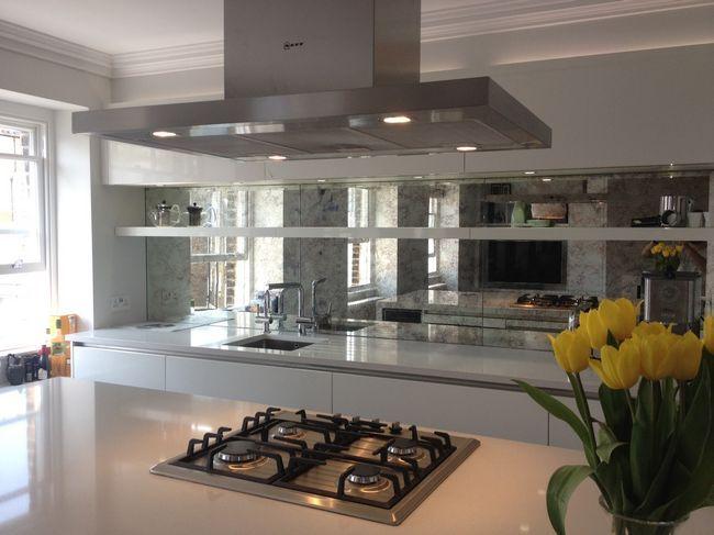 Використання дзеркальної поверхні на кухні