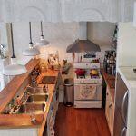 Маленька кухня - студія