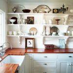 Розташування мийки у вікна в маленькій кухні