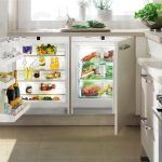Вбудований в стільницю маленький холодильник