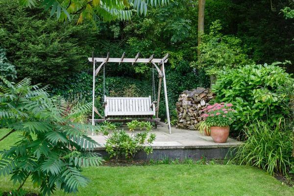 Садові гойдалки