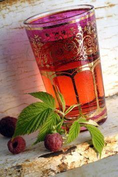 Як застосовуються корисні властивості листя малини в народній медицині