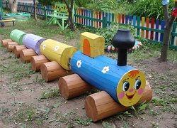 паровоз з колод
