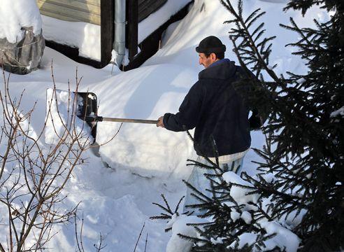 Як вибрати лопату для прибирання снігу?
