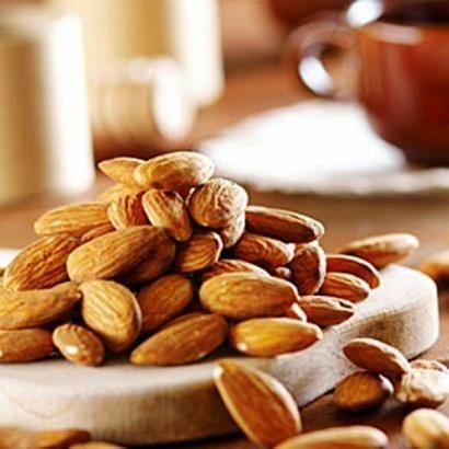 Які корисні властивості мигдалевого горіха