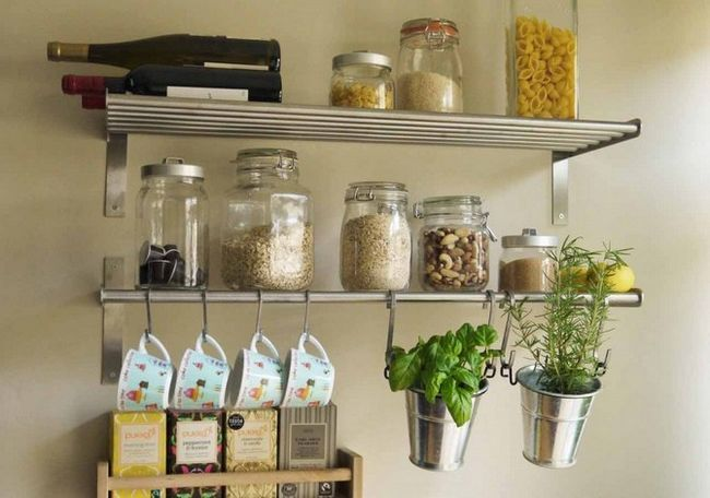 Кімнатні квіти на кухні