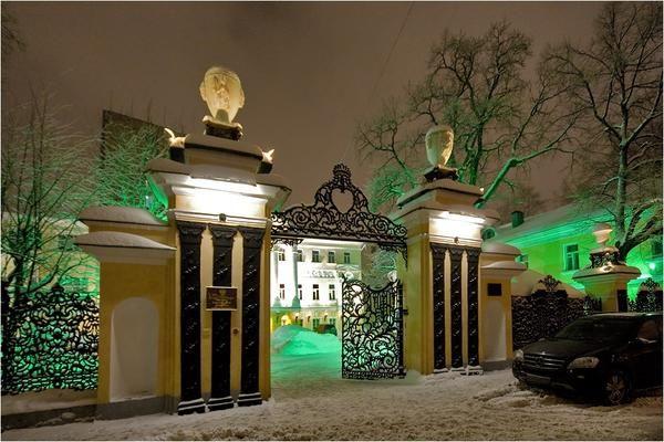 чавунні ворота в Толмачевский провулку (кування і лиття) 18 в