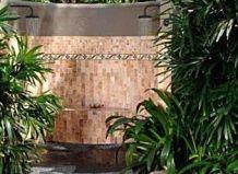 Літній душ в інтер`єрі саду