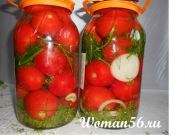 Мариновані помідори в банках