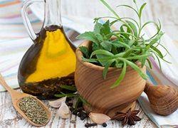 Маски для волосся в домашніх умовах з медом і травами