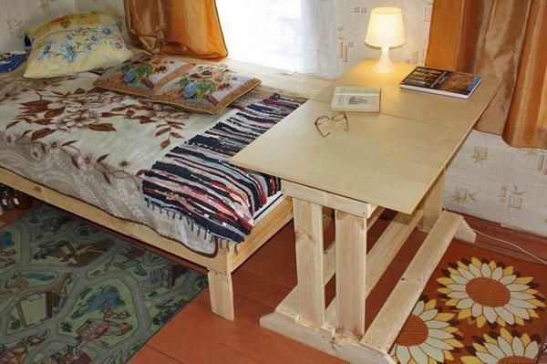 стіл готовий і поставлений на місце