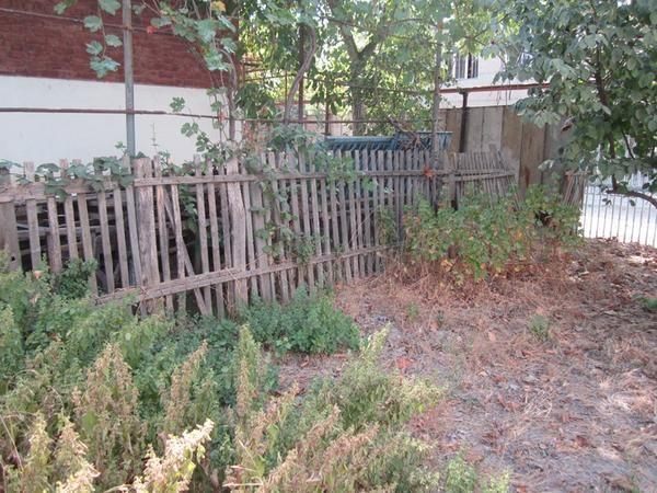 Міняємо паркан між ділянками