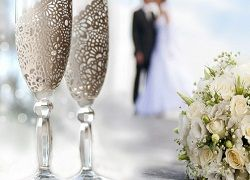 Модна прикраса келихів до весілля своїми руками