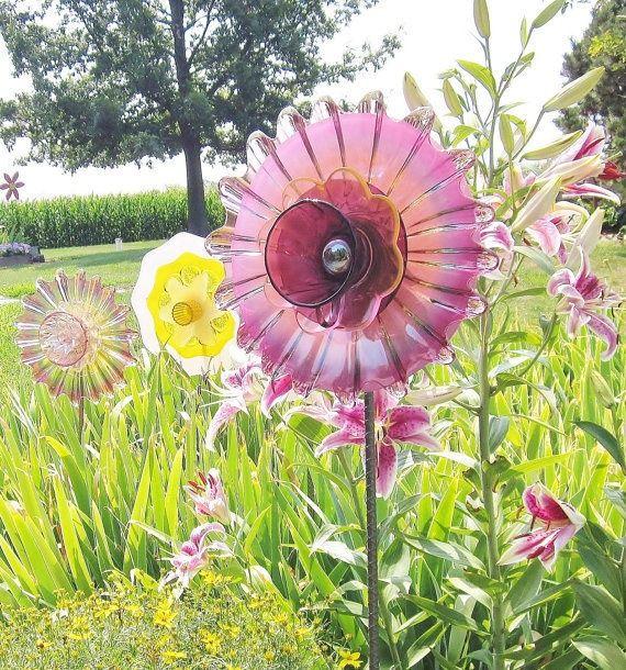Скляні квіти в саду