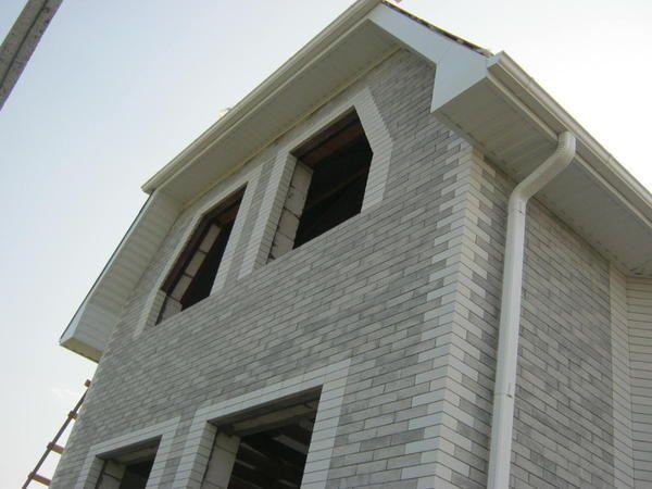 будинок з очікуванні вікон