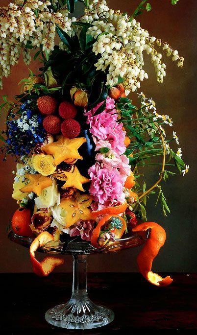 Тропічні квіти і фрукти