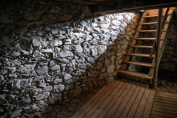 Чи потрібен на дачі підвал і як його побудувати