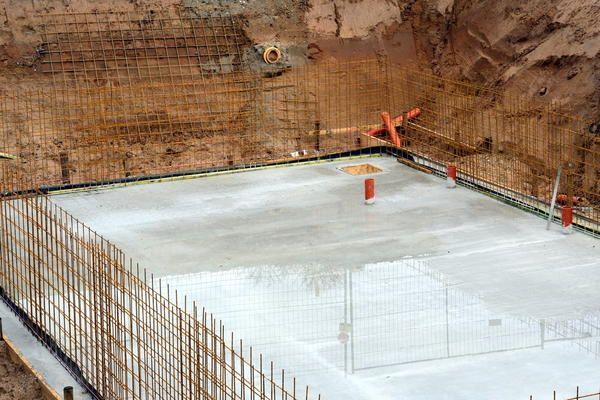 Важливо мінімізувати проміжок між риттям котловану і початком облаштування фундаменту підвалу