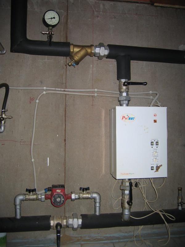 Установка резервного електрокотла не зажадає в підвалі багато місця