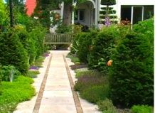 Оформлення доріжки - головної осі саду