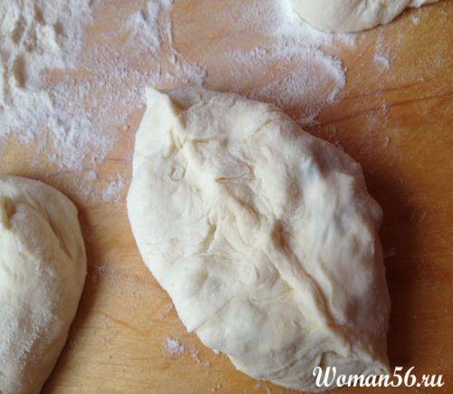 Пиріжки з луком і яйцем