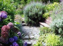 Сад в середземноморському стилі