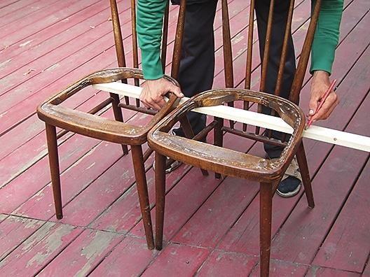 Відміряємо довжину майбутнього сидіння лавки - вона дорівнює довжині двох сидінь.