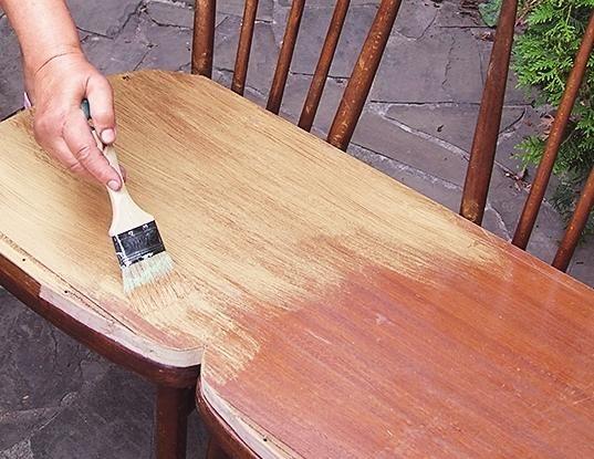 Офарблюємо сидіння золотий акриловою фарбою.