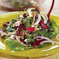 Салат з бурякової гички з горіхами