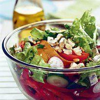 Салат зі свіжих овочів з сиром