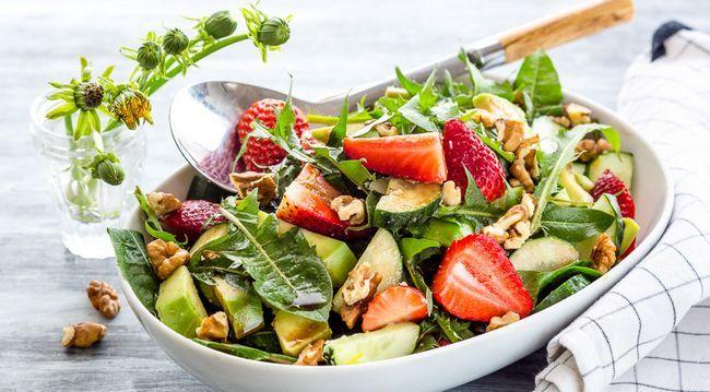 Салат з листям кульбаби