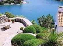 Середземноморський стиль саду