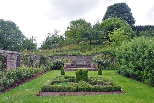 Середньовічні сади, або територія, огороджена від гріха