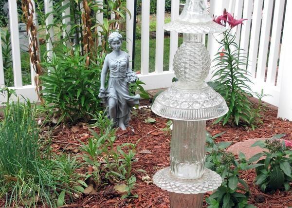Скляні скульптури в саду